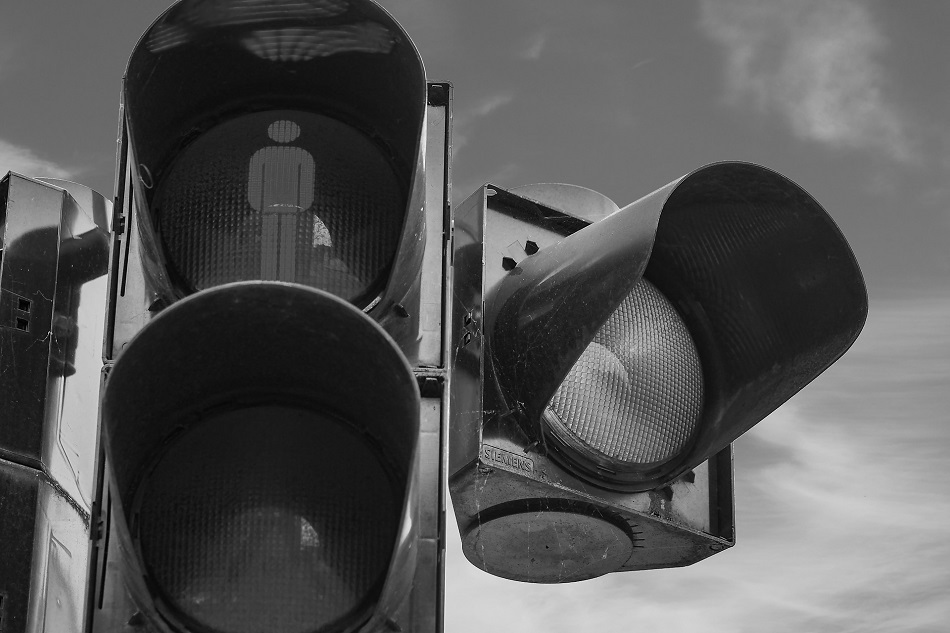 verifying buying signals in sales traffic light